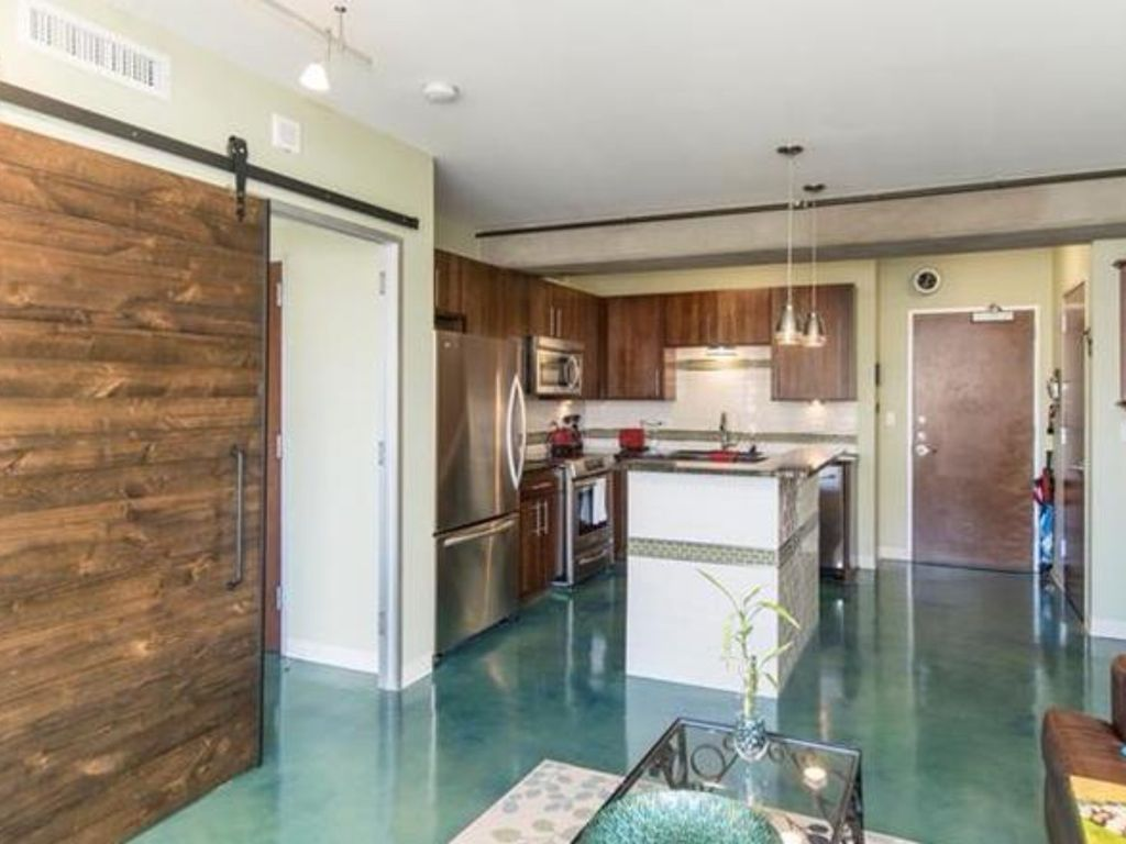Super Clean, NEW Condo, in the heart of Austin Downtown!