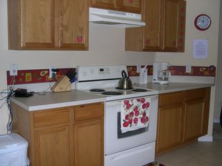 Red apple kitchen - Sunset Ridge villa vacation rental photo