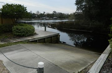 Private boat ramp - best used at high tide, not ideal for larger boats