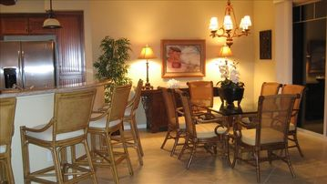 Mauna Lani townhome rental - Dining room with seating for 6