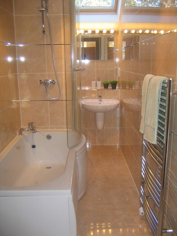 Main bathroom with underfloor heating