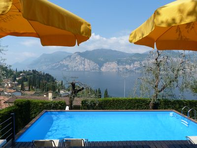 situated at 10 min. walk to the beach, cable car and historic village