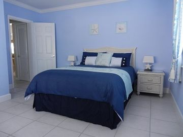 Main bedroom, with queen size bed