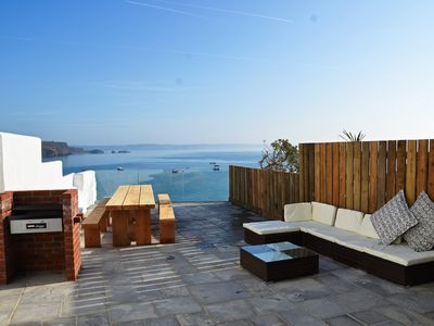 Large 6 bedroom house with uninterrupted sea views - ideal for town and beaches.