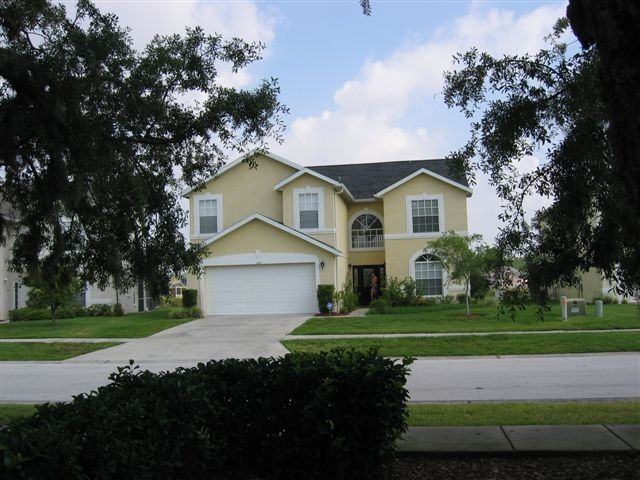 Lakefront villa on exclusive country estate 10 mins from Disneyworld