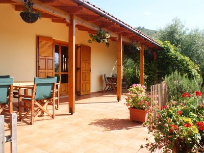 Renovated traditional farmhouse overlooking the sea, WIFI, 400 olive trees