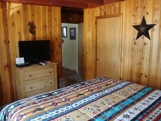 Ruidoso cabin photo - Front bedroom, different angle