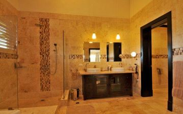 Large en-suite bathrooms