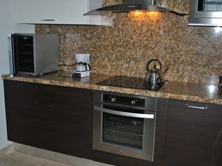 Aruba condo photo - Fully equipped modern kitchen with Wine Cooler !