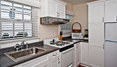 Immaculate Kitchen w/fridge-stove-micro-coffee maker-blender-toaster-everything!