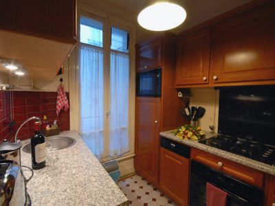 Gourmet Kitchen with fully equipped cookware