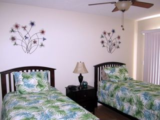 Vacation Homes in Marco Island house photo - Twin Bedroom