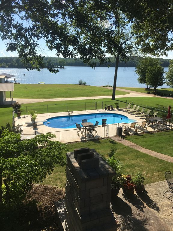 Relax and Enjoy the Lake and the Pool
