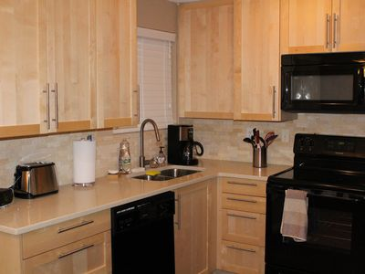 Two story home,  5.5 miles to Downtown Portland and 8.9 miles from  PDX Airport.