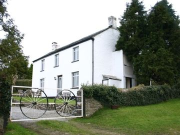 Holsworthy cottage rental - The outside of Heslden Farmhouse