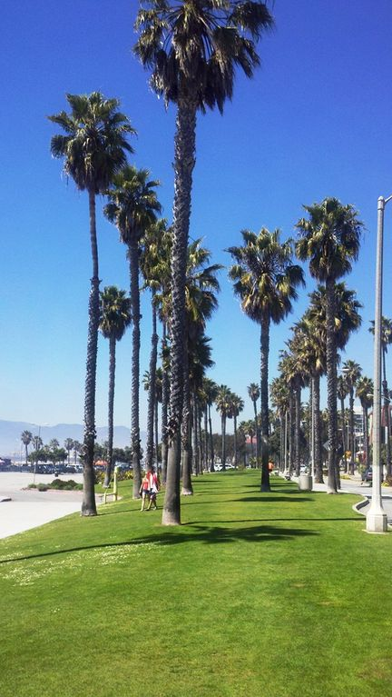 Santa Monica Beach, 2 blocks walking distance from Studio