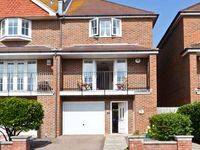 SEASCAPE, family friendly, with a garden in Bexhill-On-Sea, Ref 21166