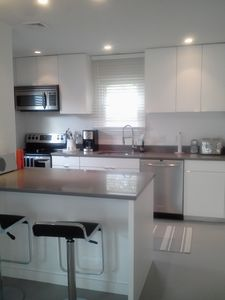 Middletown cottage rental - Kitchen and Breakfast Counter