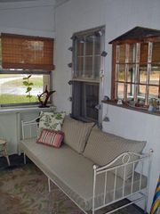 Enclosed sunporch with daybed - Old Orchard Beach house vacation rental photo