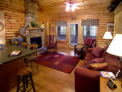 Branson cabin rental - Lots of gathering space for everyone