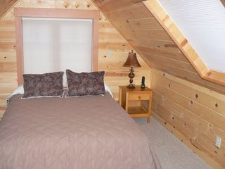McKenzie Bridge cabin photo - Second bedroom with queen - 2nd bathroom with shower upstairs.
