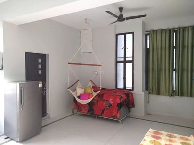 Sunshine nest located right at the center of city. nominal price, memorable sta