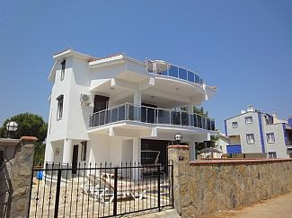 Luxury 4 Bedroom Villa With Private Pool And Just 5 mins Walk To The Beach
