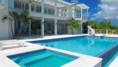 Hot tub, pool, dive board and water slide, great family fun, ocean front Villa