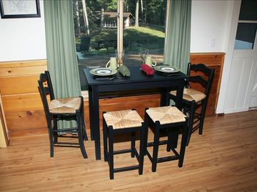 Suite dining table