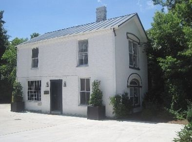 The carriage house on main antebellum charm vrbo for How much to build a carriage house