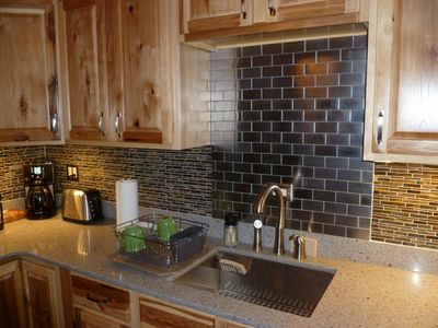 Recycled quartz counter tops
