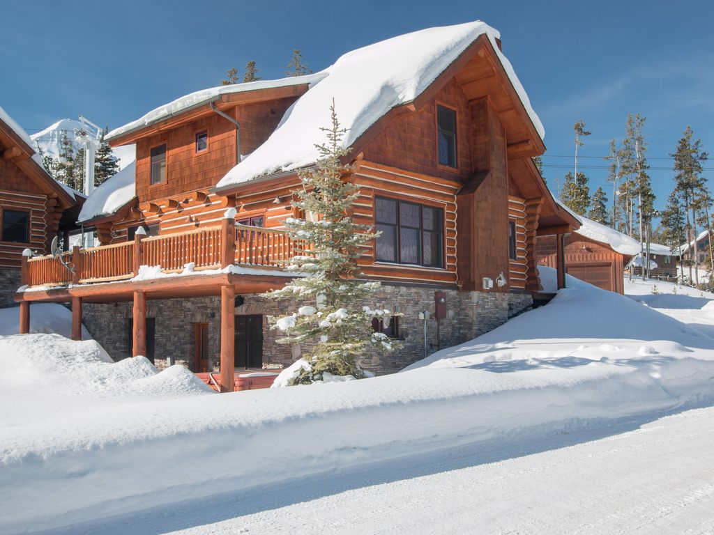 Ski in ski out well appointed luxury log vrbo for Luxury winter cabins