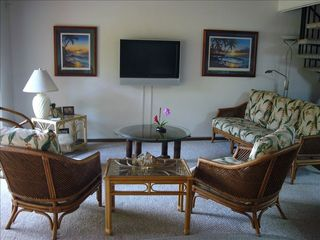 Kihei townhome photo - Living area seats 7 with Vizio LCD flat screen, DVD/CD.
