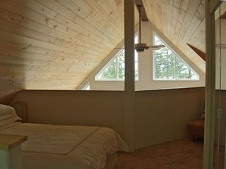 Loft bedroom with Queen size bed and Queen size hideabed