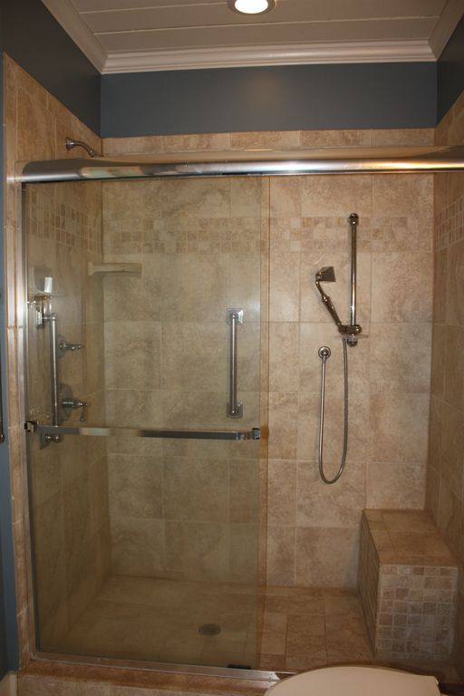Large shower with safety bars