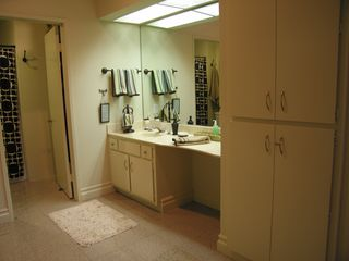 Palm Springs condo photo - Master bath vanity and dressing area