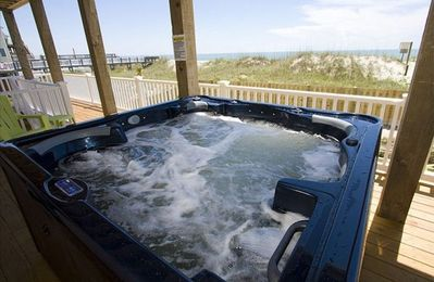 Hot tub is ocean front with a year-round 360 view of thousands of stars