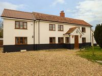 MEADOW VIEW, pet friendly, with a garden in Attleborough, Ref 920070