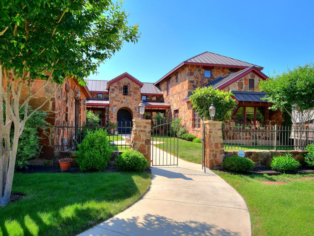 ARRIVE TUSCAN ESTATE On the edge of Downtown 4BDRM/5BA Game Room Sleeps 16