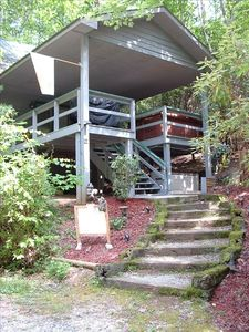 TimeAway mountain cabin- Located approx.3 miles from downtown Helen, Ga.