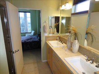 Master bathroom (en-suite). - Phoenix townhome vacation rental photo