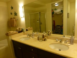 Waikoloa Beach Resort condo photo - Master bathroom