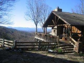Asheville mountain vista views close homeaway for 8 bedroom cabins in north carolina