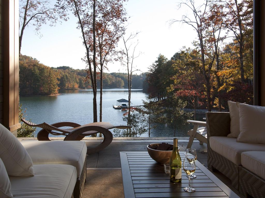 Contemporary lake front home with stunning views vrbo for Lake front home