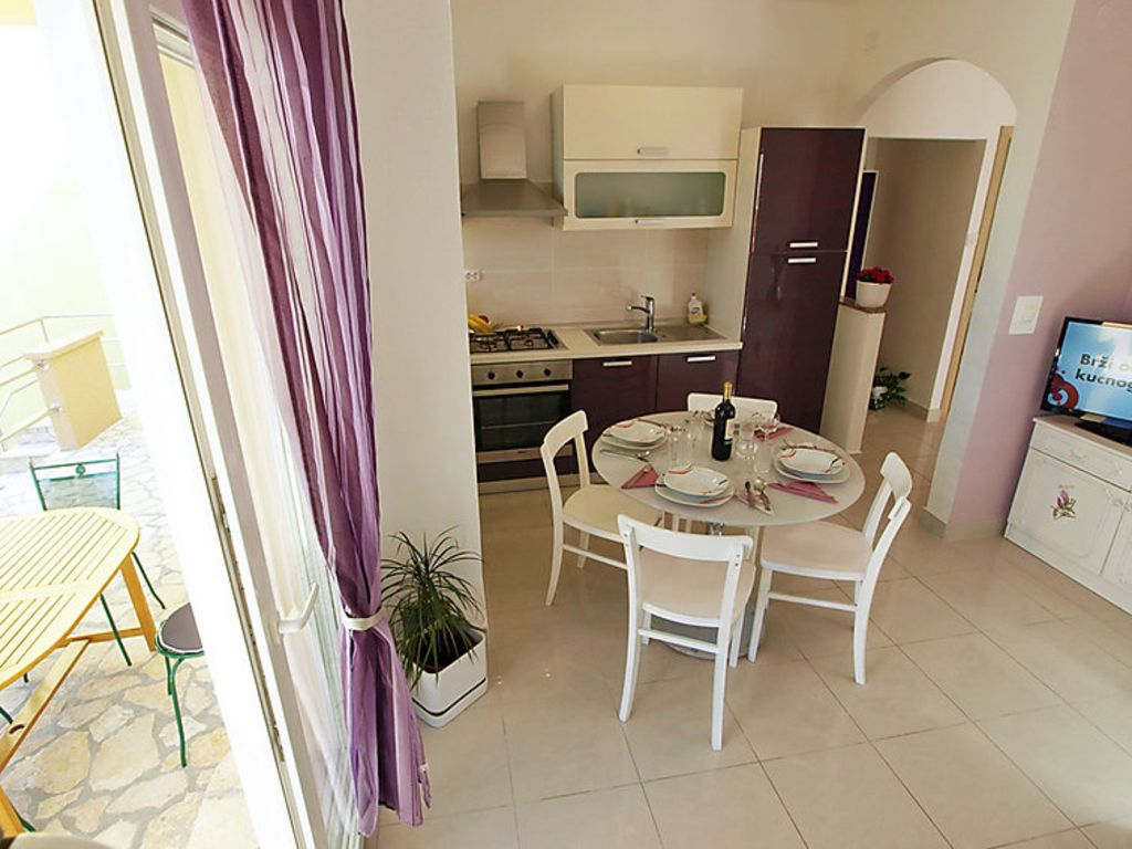 Accommodation, close to the beach, with AC