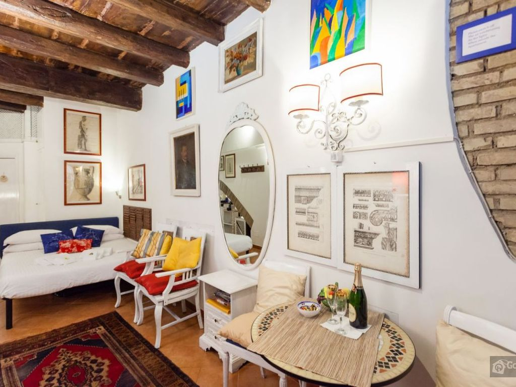 Cheerful studio apartment in the heart of trastevere for Studio apartments in rome