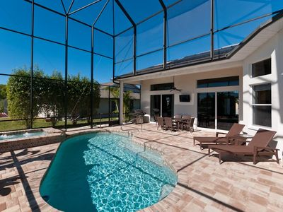 Villa Oliveira in Cape Coral, Heated pool and spa in lanai, South orientation.