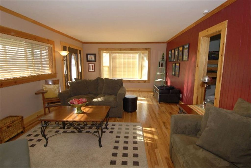 Mccloud vacation home on mt shasta sleeps vrbo for 10 foot living room