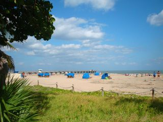 Pompano Beach villa photo - Rent a beach cabana or bring your own umbrella to enjoy a day at the beach.