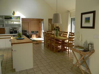 East Hampton house photo - Large eat-in kitchen with seating for 8